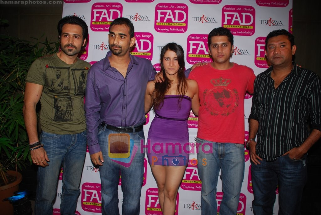 Emraan Hashmi, Mohit Suri, Smiley Suri at fashion event in Trikaya, Pune on 11th July 2009