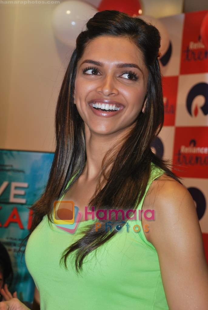 Deepika Padukone promotes Love Aaj Kal in Cinemax on 31st July 2009