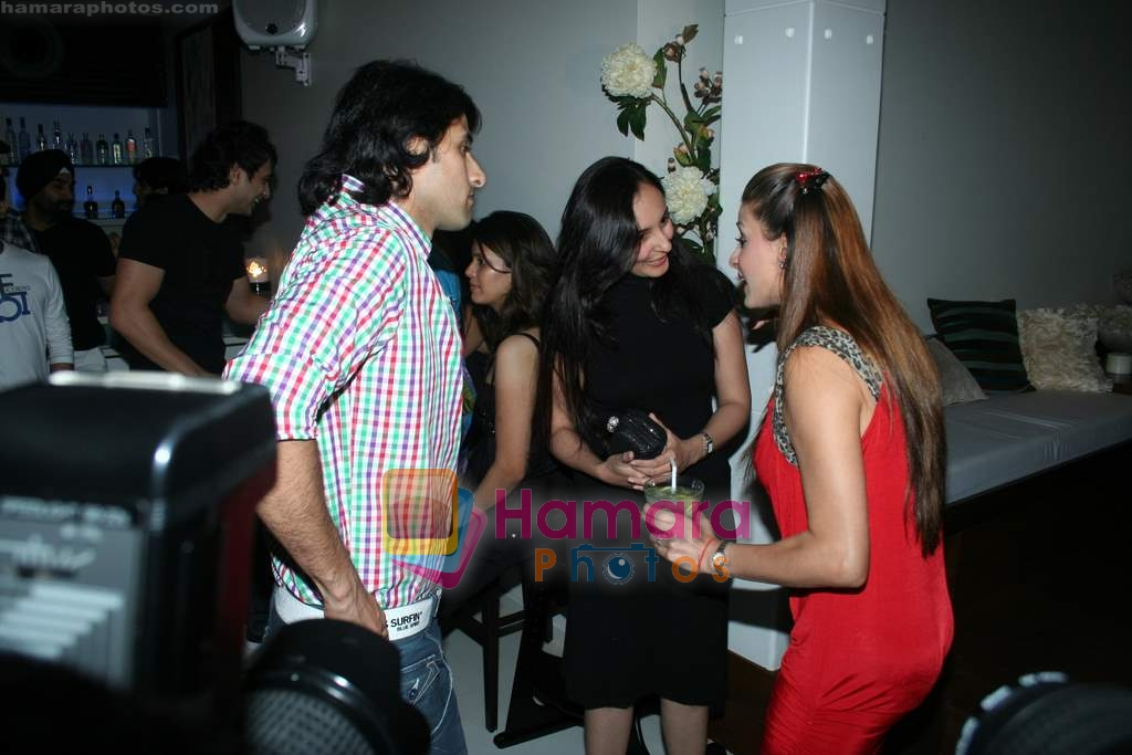 Shilpa Saklani, Apoorva Agnihotri at Bhavna Pani's birthday bash in Puro on 12th Aug 2009