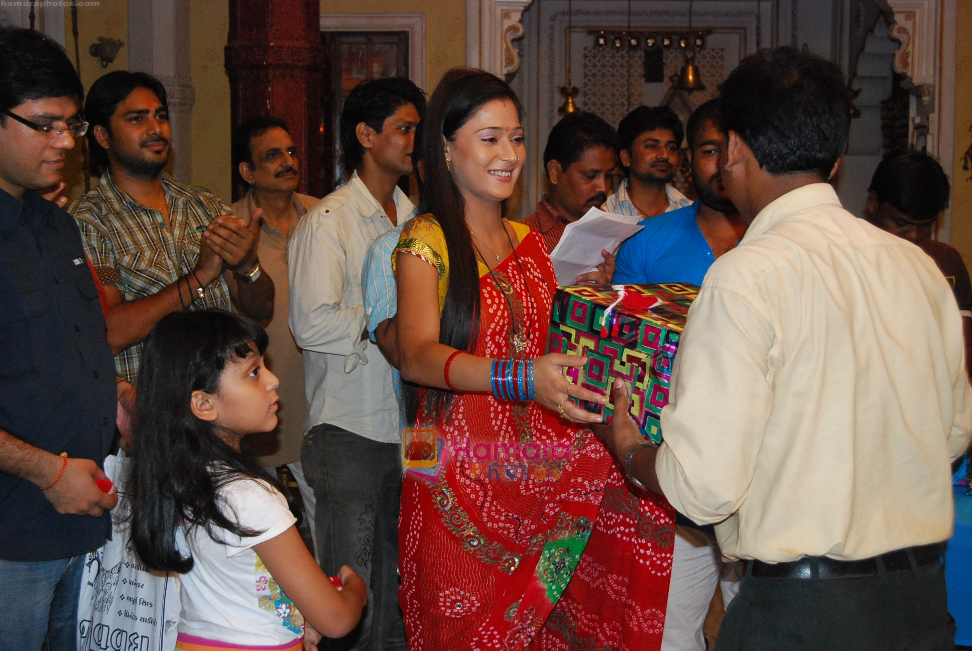 Sara Khan at Bidaai unit bonds on the set on completion of four hundred episodes on 14th Aug 2009