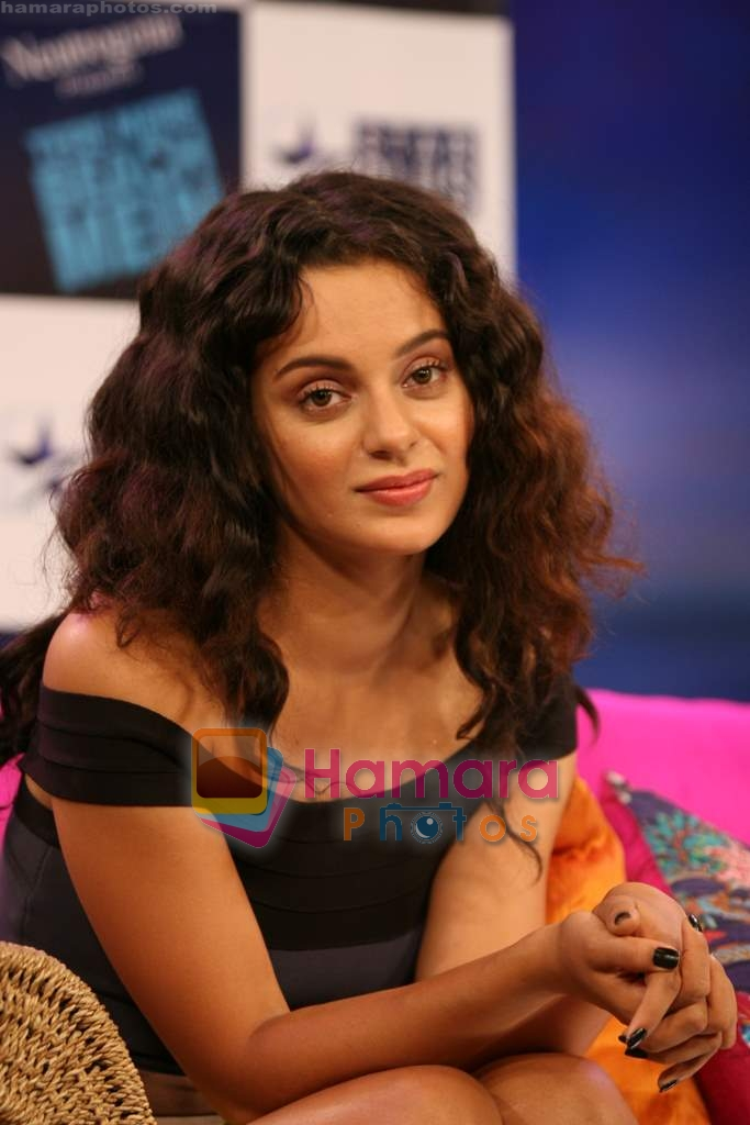 Kangana Ranaut on the sets of Farah Khan's chat show Tere Mere Beach Mein in Filmcity on 16th Aug 2009