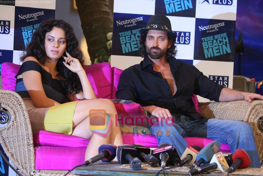 Kangana Ranaut, Hrithik Roshan on the sets of Farah Khan's chat show Tere Mere Beach Mein in Filmcity on 16th Aug 2009