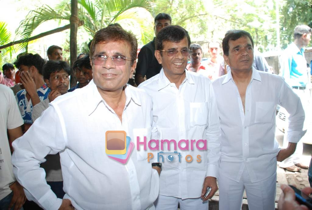 Abbas Mastan sell the tickets to promote the film in Galaxy, Bandra on 17th Aug 2009