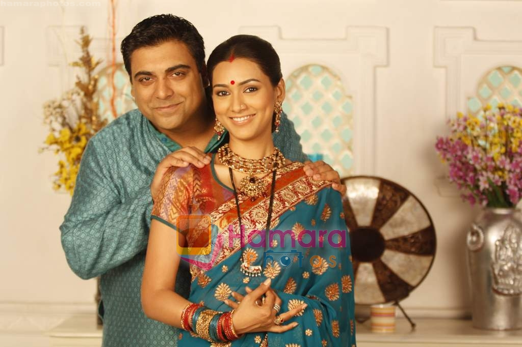 Ram Kapoor & Pallavi Subhash in the Serial Basera on NDTV Imagine