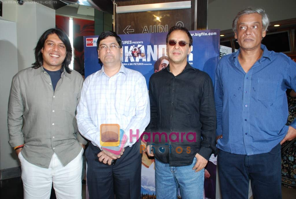 Vidhu Vinod Chopra, Sudhir Mishra, Piyush Jha at Sikandar promotional event in PVR on 17th Aug 2009