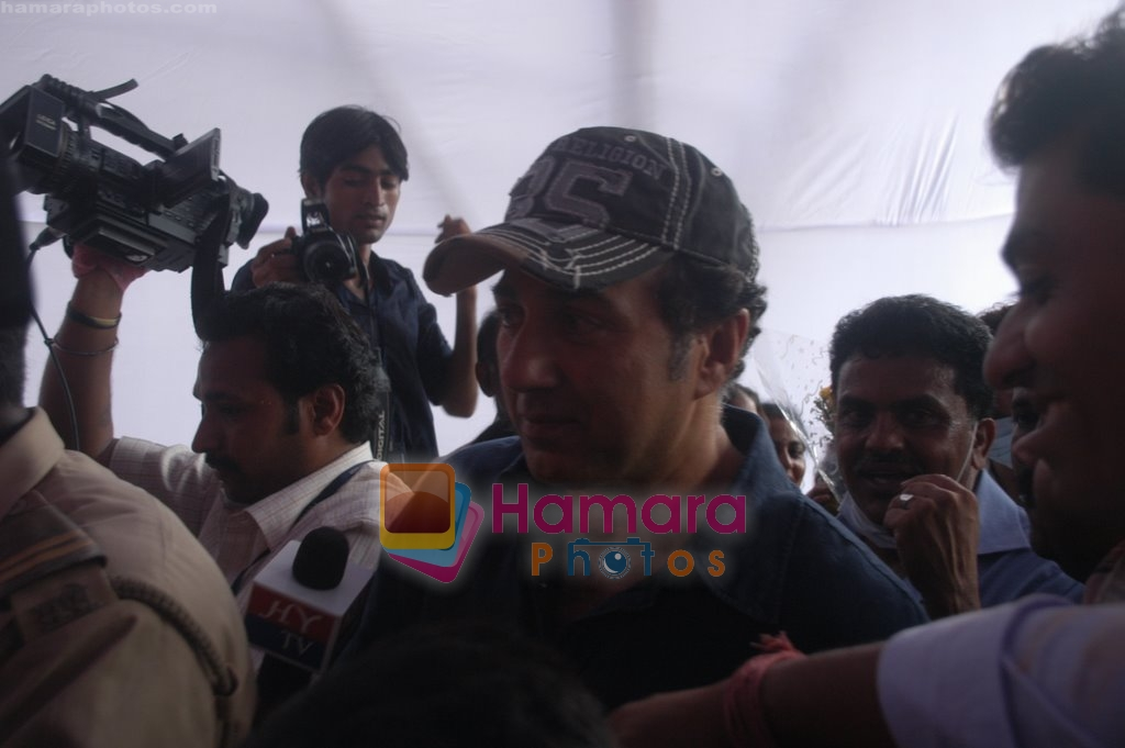 Sunny Deol graces Dahi Handi festival in Mumbai on 13th Aug 2009