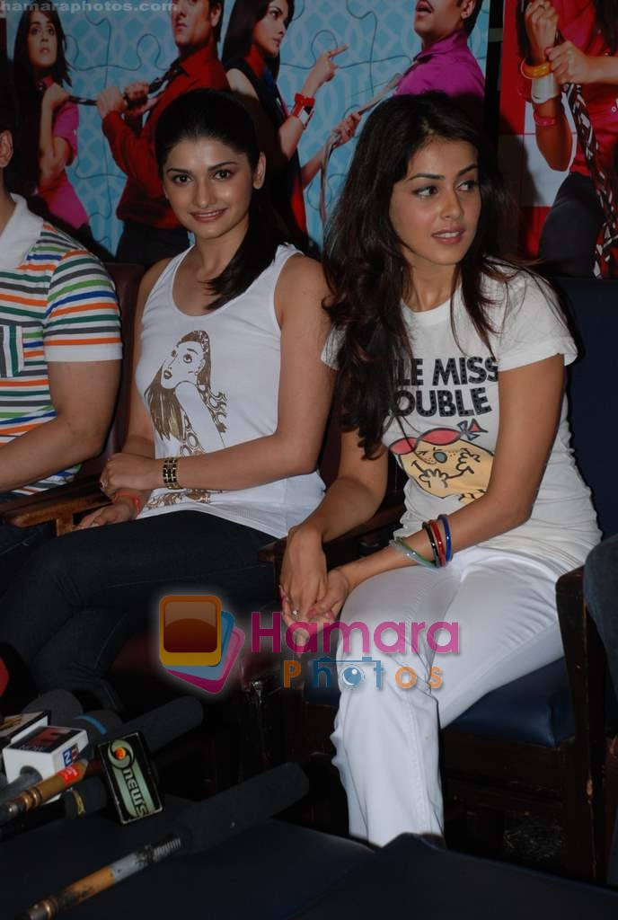 Prachi Desai, Genelia D Souza sell the tickets to promote the film in Galaxy, Bandra on 17th Aug 2009