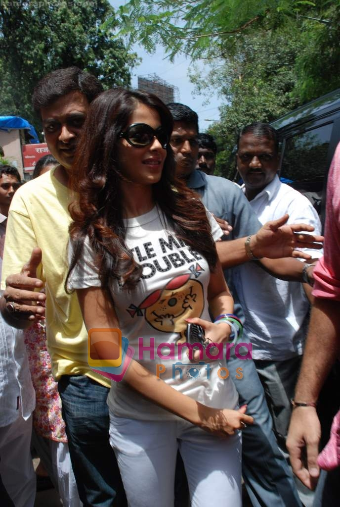 Genelia D Souza sell the tickets to promote the film in Galaxy, Bandra on 17th Aug 2009