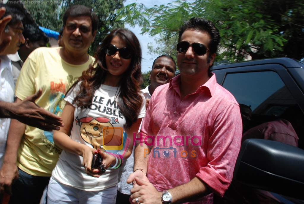 Genelia D Souza, Fardeen Khan sell the tickets to promote the film in Galaxy, Bandra on 17th Aug 2009
