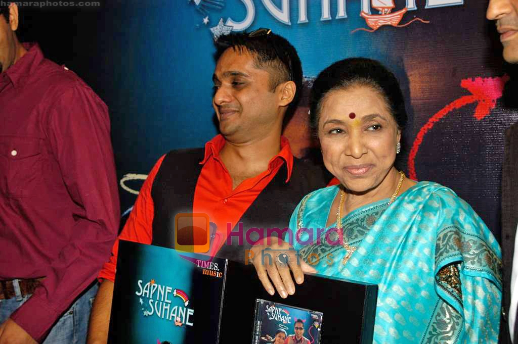 Chaitanya Bhosle, Asha Bhosle at the launch of Chintu Bhosle's new album Sapne Suhane in Puro on 7th Sep 2009