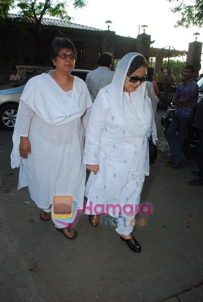 Farida Jalal at Simple Kapadia's prayer meeting in Juhu on 13th Nov 2009