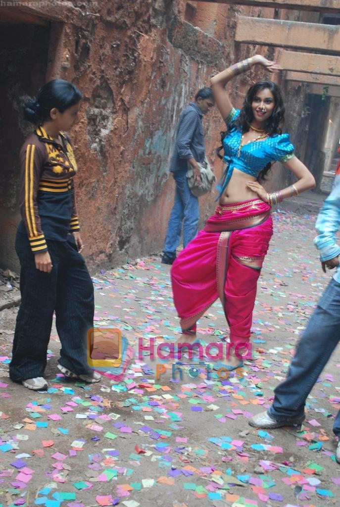 Amruta Patki shoots for music album to promote Marathi film CANVAS on 12th Dec 2009