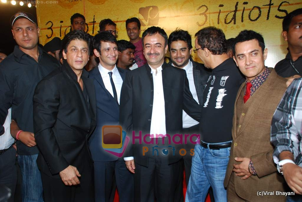 Shahrukh Khan, Aamir Khan at 3 Idiots premiere in IMAX Wadala, Mumbai on 23rd Dec 2009