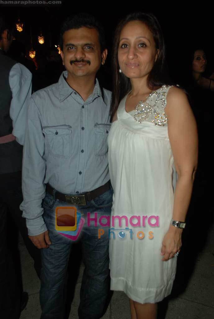 at Rishi Darda's annual bash in Tote, Worli on 29th Dec 2009