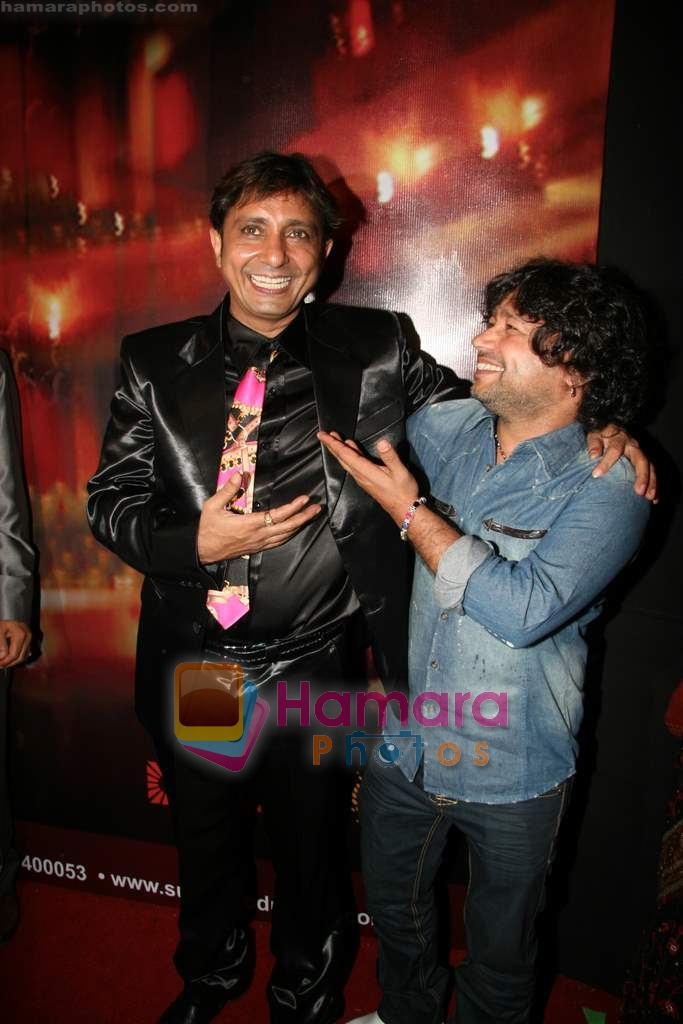 Kailash Kher, Sukhwinder Singh at Sukhwinder Singh's debut film Kuch Karriye music launch in Novotel on 27th March 2010