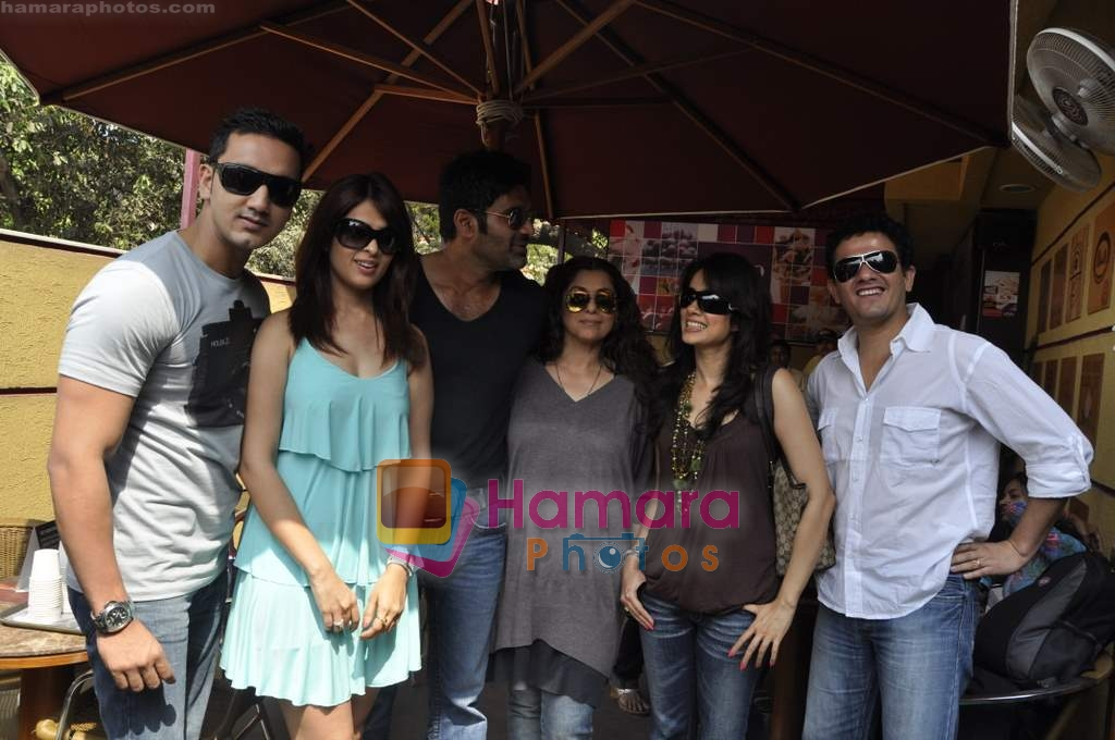 Dimple Kapadia, Kabir Sadanand, Sunil Shetty, Vidya Malvade, Rehan Khan, Anjana Sukhani at Tum Milo toh Sahi media meet in Bandra on 29th March 2010