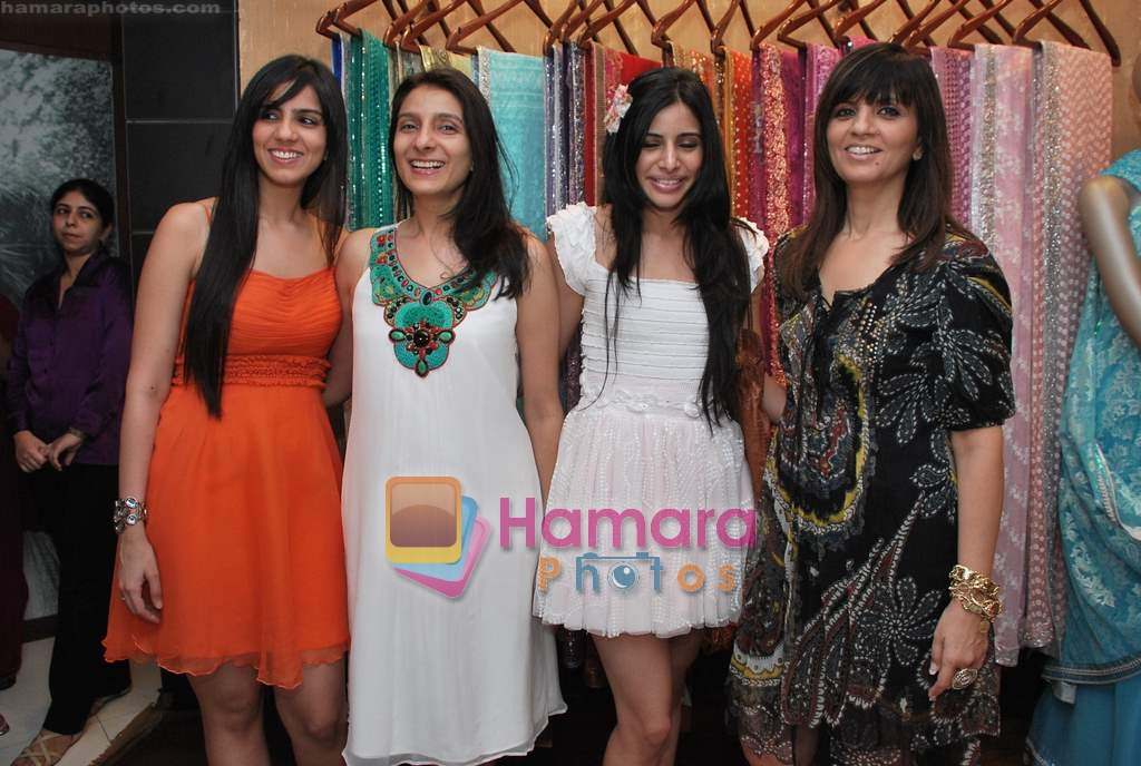 Neeta Lulla, Nishka Lulla, Soniya Mehra at Neeta Nishka Lulla summer preview in Samsara on 29th March 2010