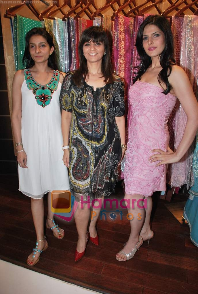 Zarine Khan, Neeta Lulla at Neeta Nishka Lulla summer preview in Samsara on 29th March 2010