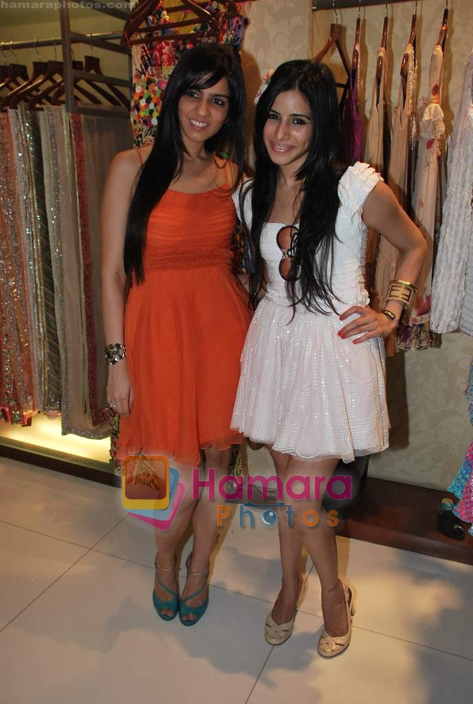 Soniya Mehra, Nishka Lulla at Neeta Nishka Lulla summer preview in Samsara on 29th March 2010