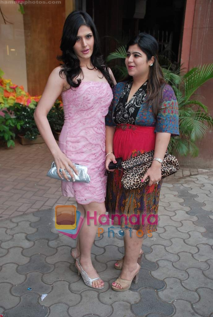 Zarine Khan at Neeta Nishka Lulla summer preview in Samsara on 29th March 2010