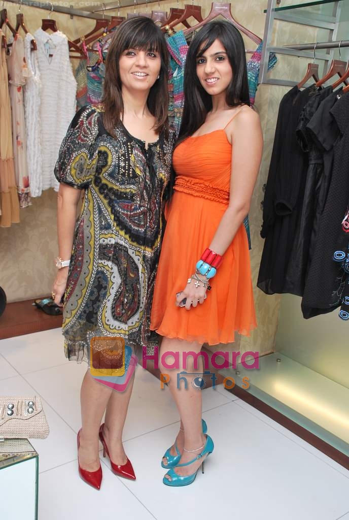 Neeta and Nishka Lulla at Neeta Nishka Lulla summer preview in Samsara on 29th March 2010