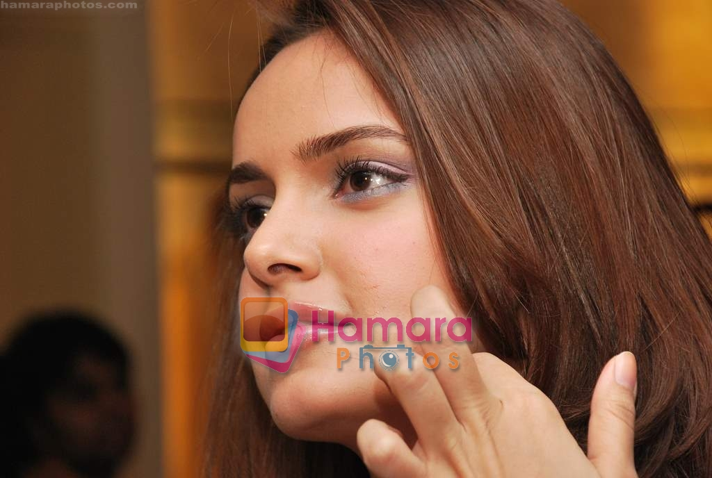 Shazahn Padamsee at Neeta Nishka Lulla summer preview in Samsara on 29th March 2010