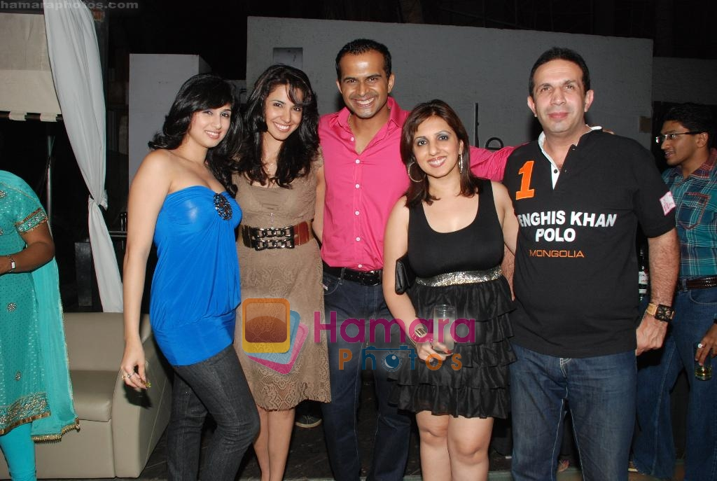 Munisha Khatwani, Siddharth Kannan at Siddharth Kannan's Surprise Birthday Bash in Vie Lounge on 30th March 2010 ~0