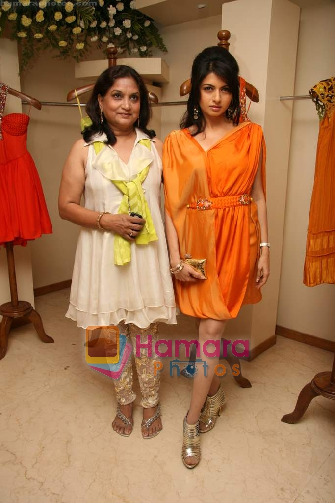 Bhagyashree at the Launch of Nisha Sagar's Summer wear collection in Juhu on 30th March 2010