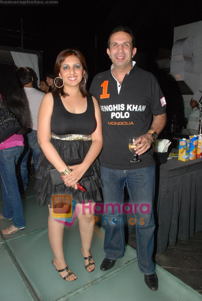 Munisha Khatwani at Siddharth Kannan's Surprise Birthday Bash in Vie Lounge on 30th March 2010 ~0