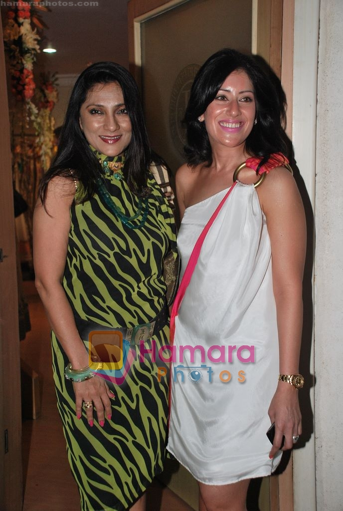 Aarti Surendranath at Maheka Mirpuri's Summer white collection launch in Prabhadevi, Mumbai on 30th March 2010