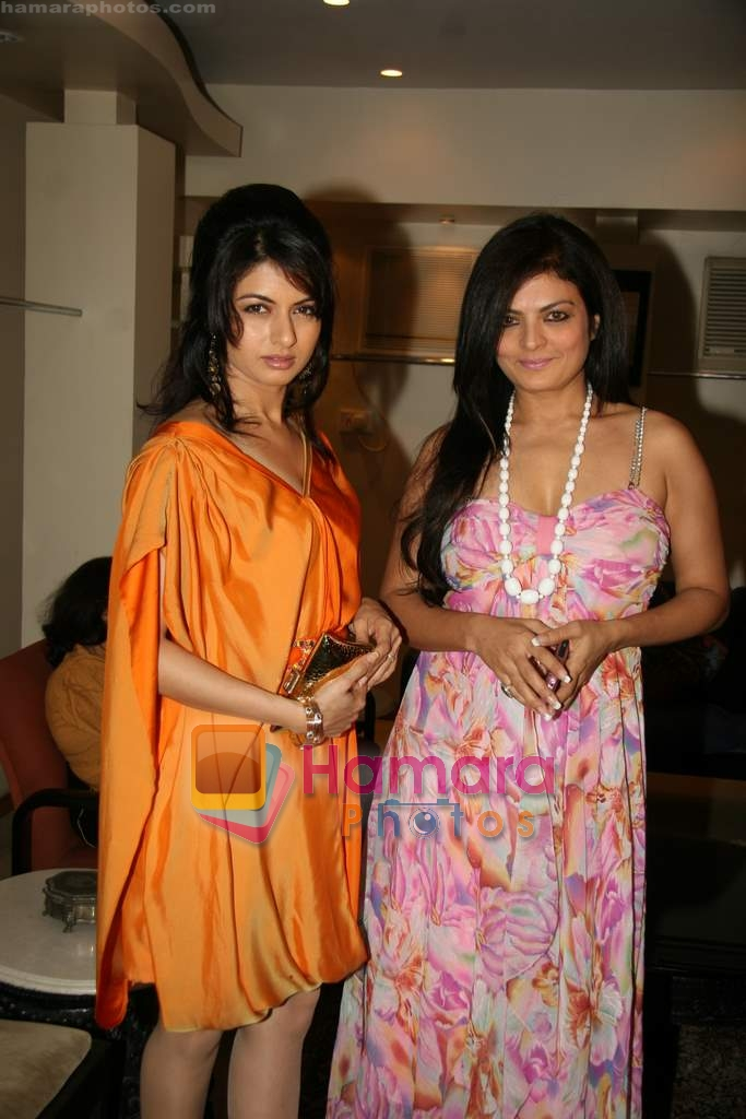Bhagyashree, Sheeba at the Launch of Nisha Sagar's Summer wear collection in Juhu on 30th March 2010  - Copy