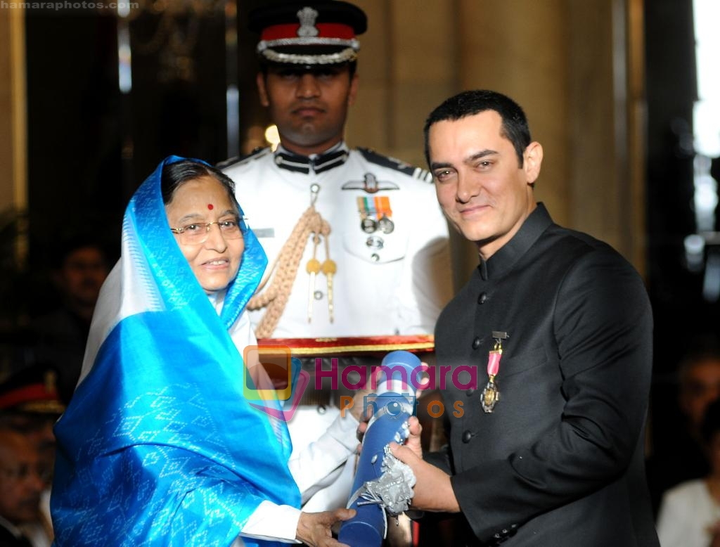 Aamir Khan receive Padma Bhushan on 31st March 2010