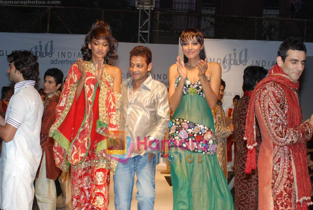 Carol Gracias walks the ramp for Umair Zafar show in Rennaisance Club on 31st March 2010