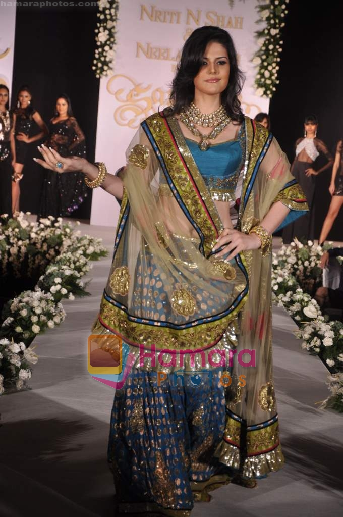 Zarine Khan walks the ramp for Neelam and Nriti Shah on 1st April 2010