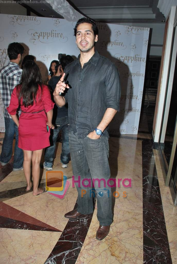 Dino Morea walks the ramp for Neelam and Nriti Shah on 1st April 2010