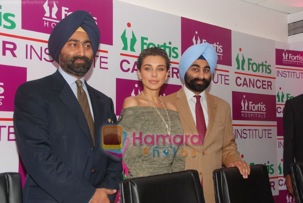 Lisa Ray inaugurates Fortis Cancer Institute on 1st Sep 2010