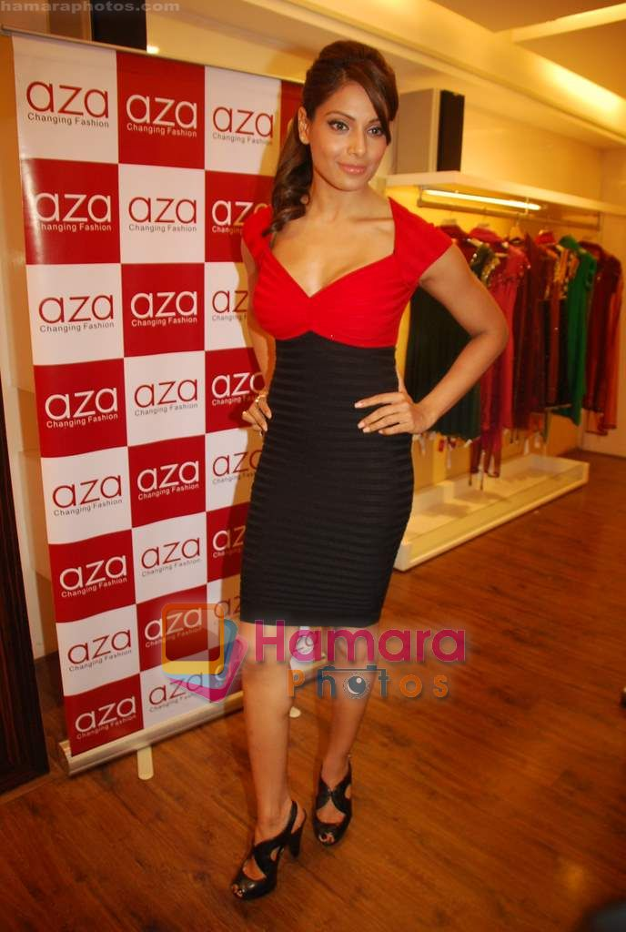 Bipasha Basu at Rocky S Aza collection launch  in Aza, Kemps Corner, Mumbai on 14th Sept 2010