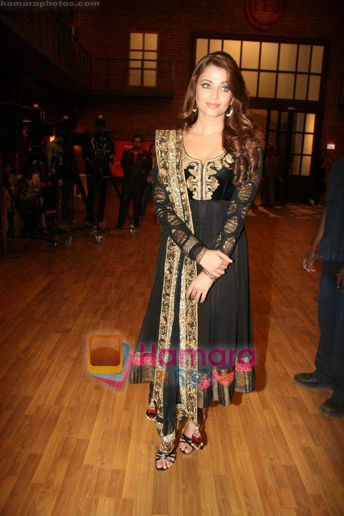 Aishwarya Rai Bachchan on the sets of Master Chef in Film City on 16th Sept 2010