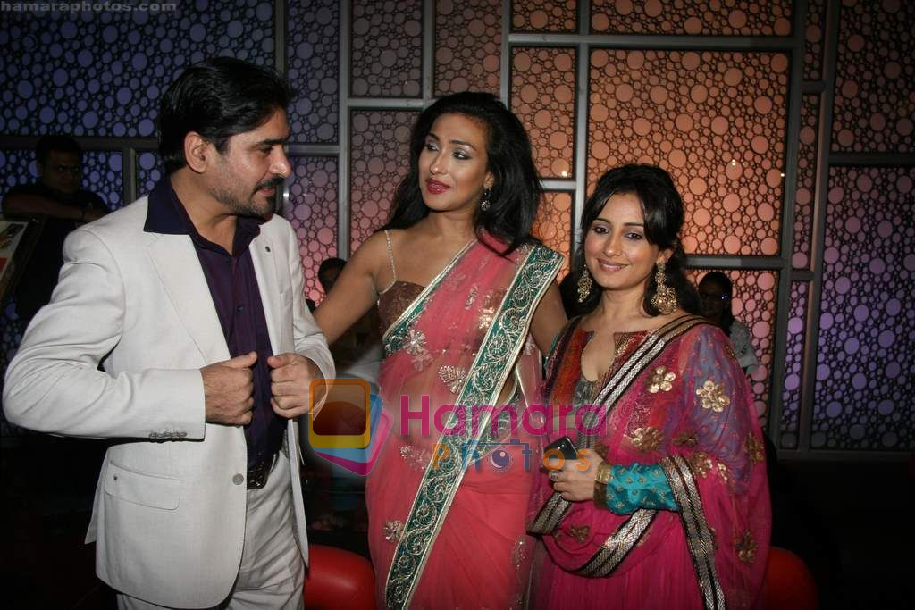 Rituparna Sengupta, Divya Dutta at Life Express film premiere in Cinemax on 16th Sept 2010