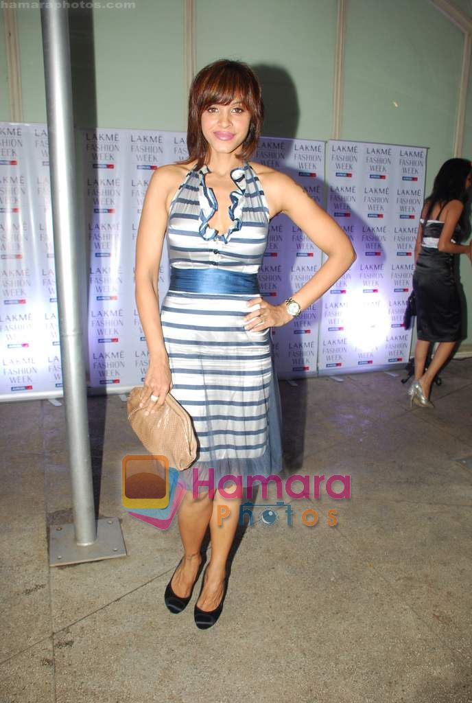 Manasi Scott at Narendra Kumar's Show at Lakme Winter opening night in Tote on 16th Sept 2010