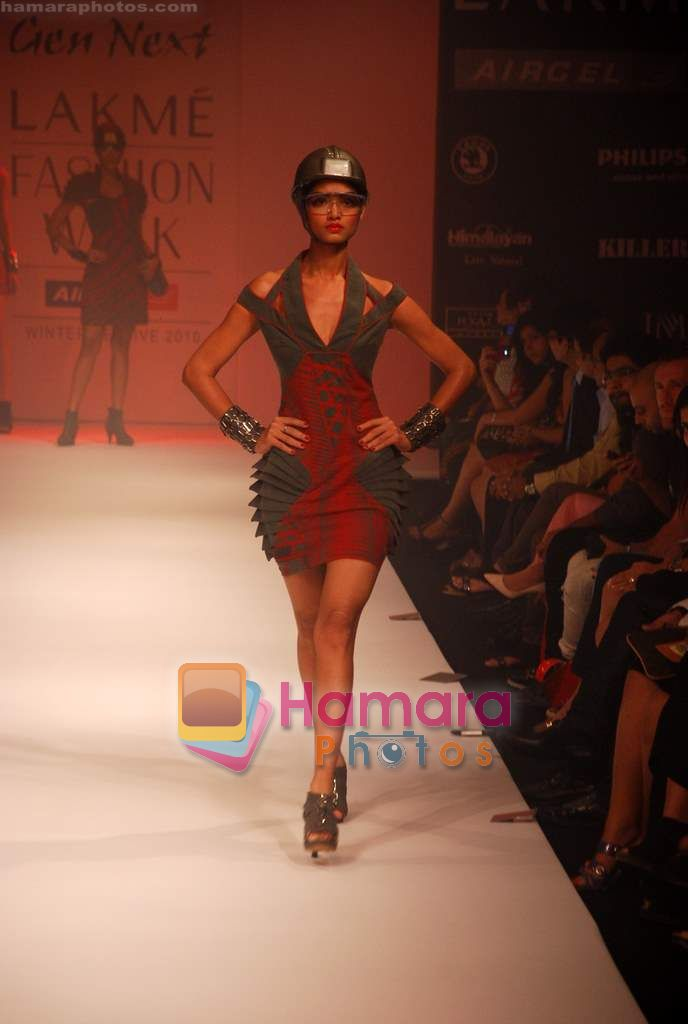 Model walks the ramp for Riddhi Siddhi Show at Lakme Winter fashion week day 1 on 17th Sept 2010