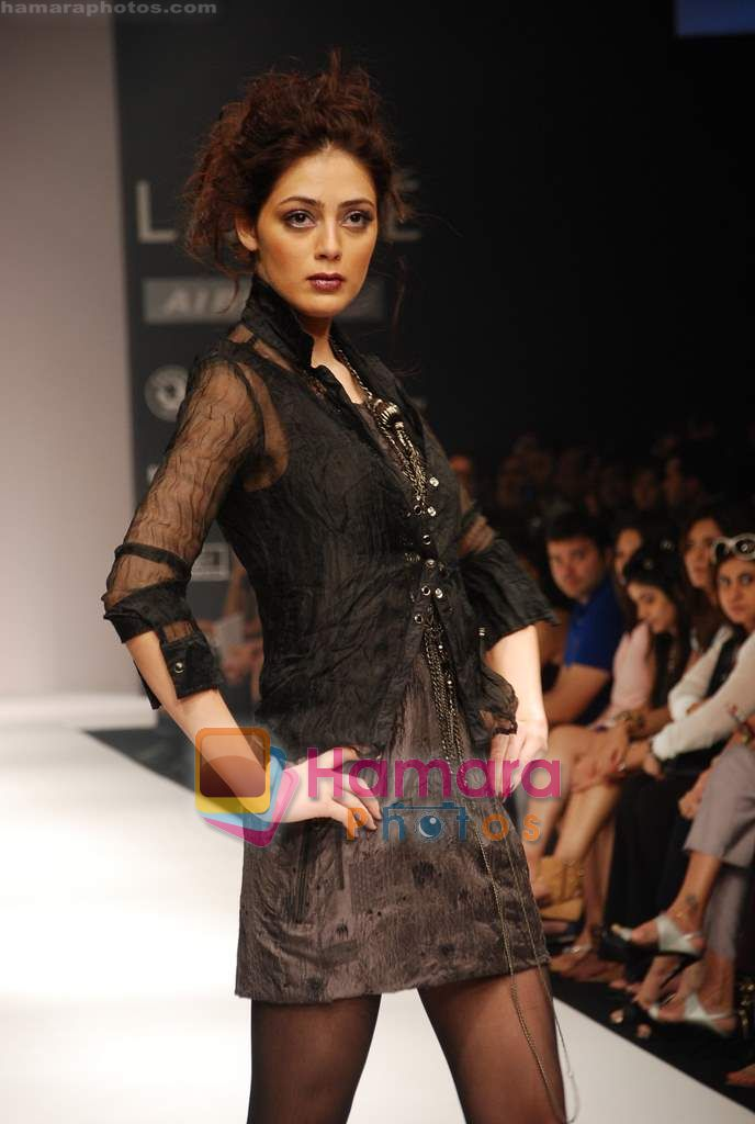 Model walks the ramp for Viia Show at Lakme Winter fashion week day 2 on 18th Sept 2010