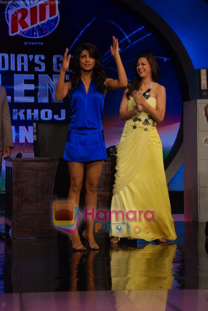 Priyanka Chopra, Sonali Bendre on the sets of India's Got Talent  in Film City on 18th Sept 2010