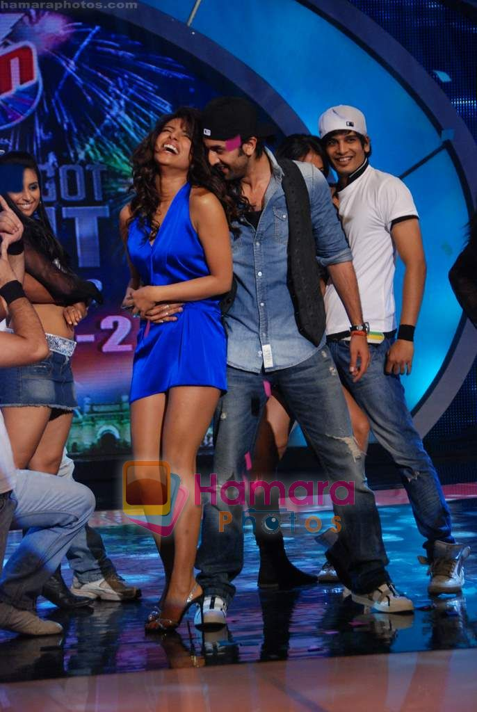 Priyanka Chopra, Ranbir Kapoor on the sets of India's Got Talent  in Film City on 18th Sept 2010