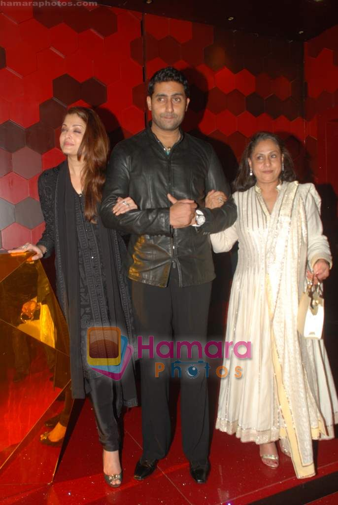 Aishwarya Rai Bachchan, Jaya Bachchan, Abhishek Bachchan at Shabana Azmi's 60th birthday bash in Juhu, Mumbai on 18th Sept 2010