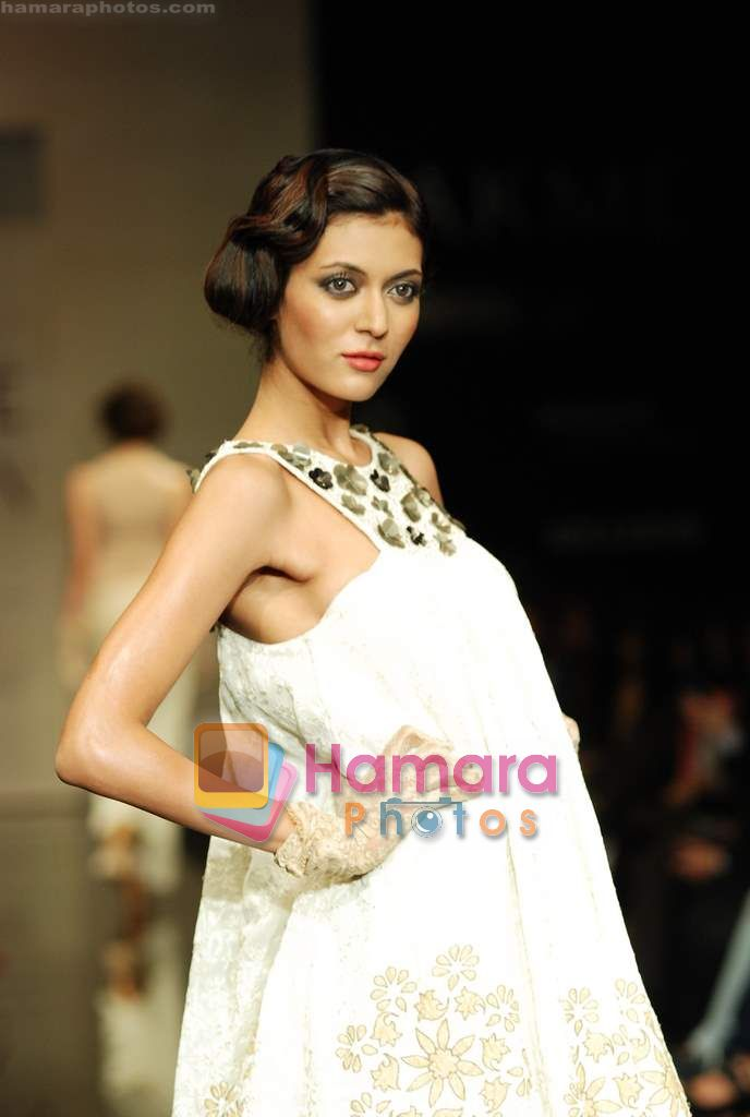 Model walks the ramp for Ritu Kumar Show at Lakme Winter fashion week day 2 on 18th Sept 2010