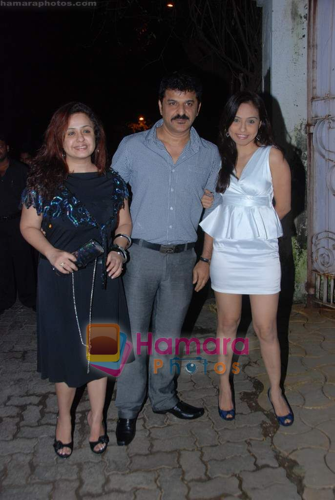 Vandana Sajnani, Rajesh Khattar at Isha Koppikar's bday bash in Bandra on 18th Sept 2010