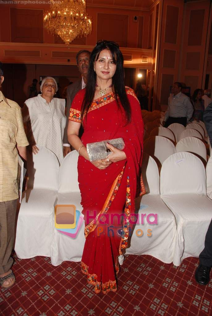 Poonam Dhillon at Priyadarshni Award in Mumbai on 19th Sept 2010