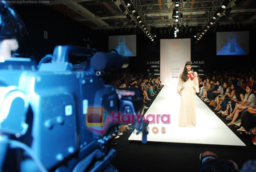 Model walks the ramp for Debarun Show at Lakme Winter fashion week day 3 on 19th Sept 2010