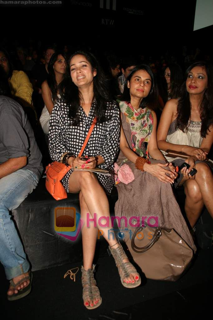 Vidya Malvade at Lakme Winter fashion week 2010 day 3 on 19th Sept 2010